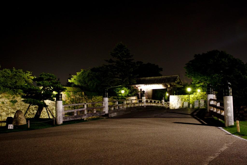 02_桜門橋と大手門