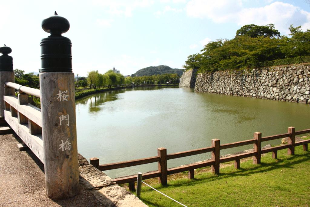 01_01.桜門橋と内堀