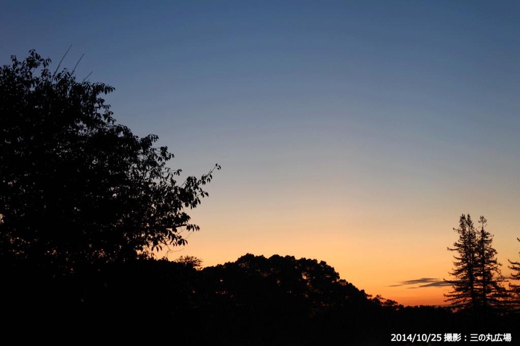 01_三の丸広場からのの朝焼けの空(A)
