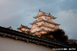 03_姫路城・菱の門外