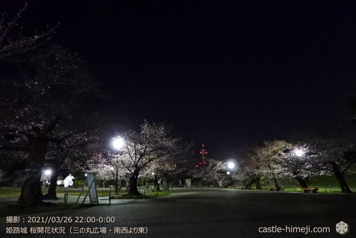07_三の丸広場-南西より東・姫路城・2021.3.26桜開花状況
